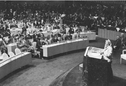 Yasser Arafat, PLO leader, explains the goals of Palestinians to the United Nations (13 Nov 1974). (© Bettmann/Corbis.)