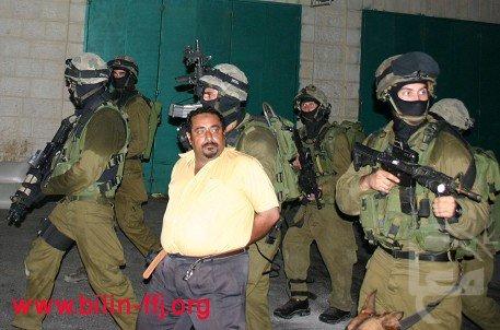 Israeli soldiers detain Abu Rahmeh