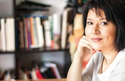 """Conocí a Cristina Rascón en 2014, cuando comenzó a """"tutorear"""" el que aún era mi proyecto creativo como becario del Fondo Nacional para la Cultura y las Artes de México. Ella es testigo del proceso entero de construcción de Curso de belleza, amor y sexo."""