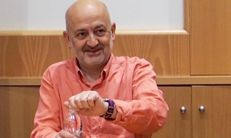 Profesor titular de Literatura Española en la Universidad de Sevilla.