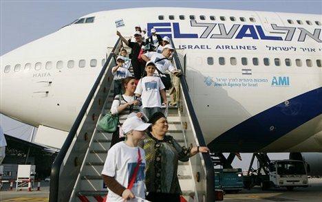 https://i2.wp.com/israelstreet.org/wp-content/uploads/2012/04/new-immigrants.jpg