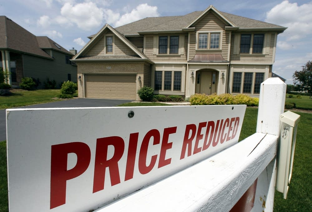 Seattle home prices drop by $70,000 in three months as market continues to cool