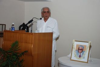 Shri Jaswant Singh giving a talk