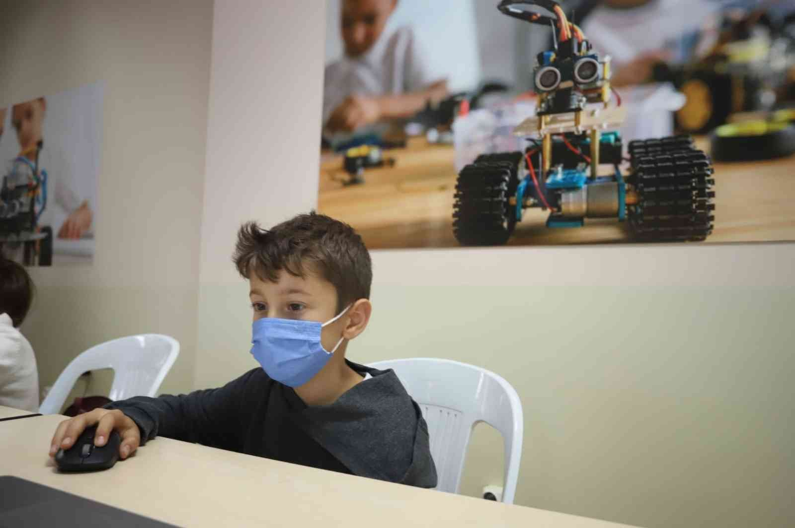 Kartal Belediyesinden çocuklara 'robotik kodlama eğitimi'