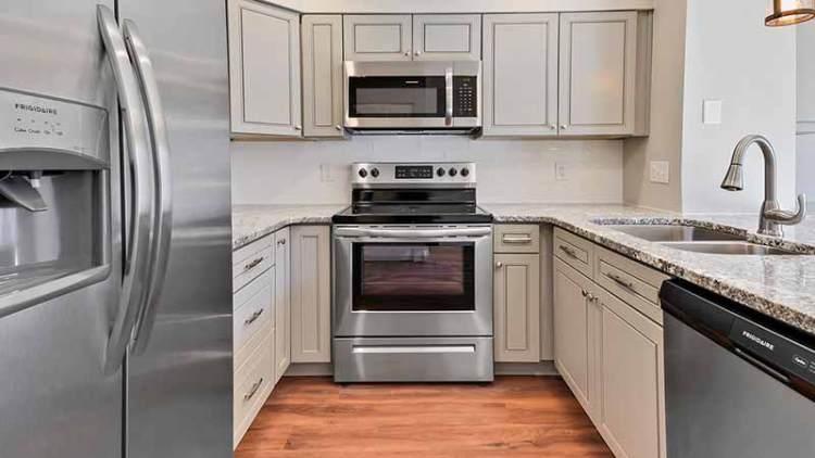 2.el fırın, buzdolabı ve bulaşık makinelerini İkinci El Beyaz Eşya Alanlar Taksim hizmetiyle en yüksek kazançla satın.