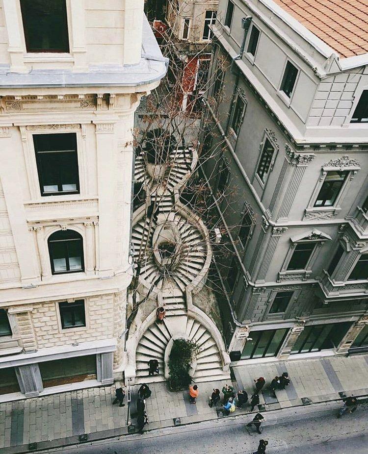 unutulmaz bir eser kamonda merdivenleri