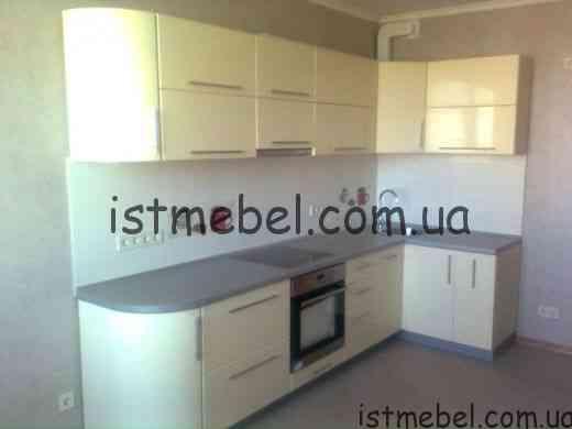 kuhnja_plenka_vanil_s_radiusnymi_fasadami-1020x765