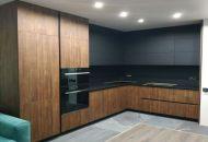 кухня с фасадами FENIX