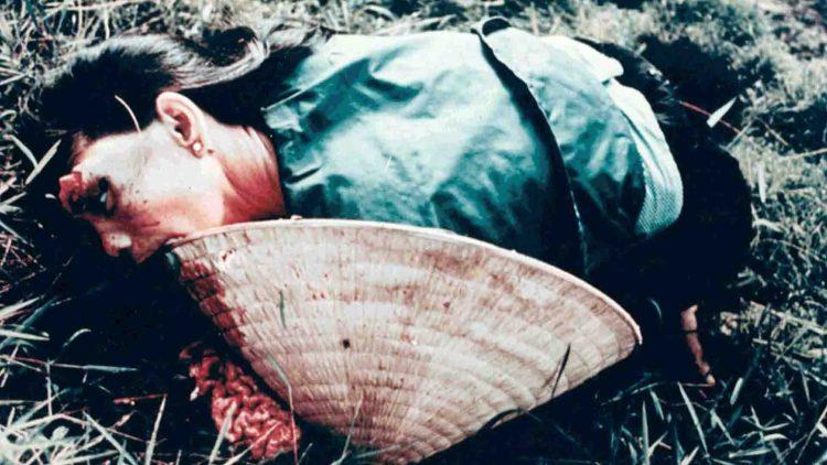 Una donna vittima del massacro di My Lai