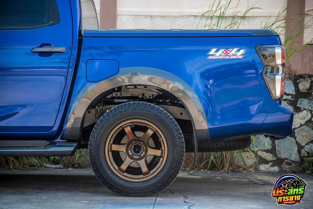 all new isuzu d max v cross blue 02