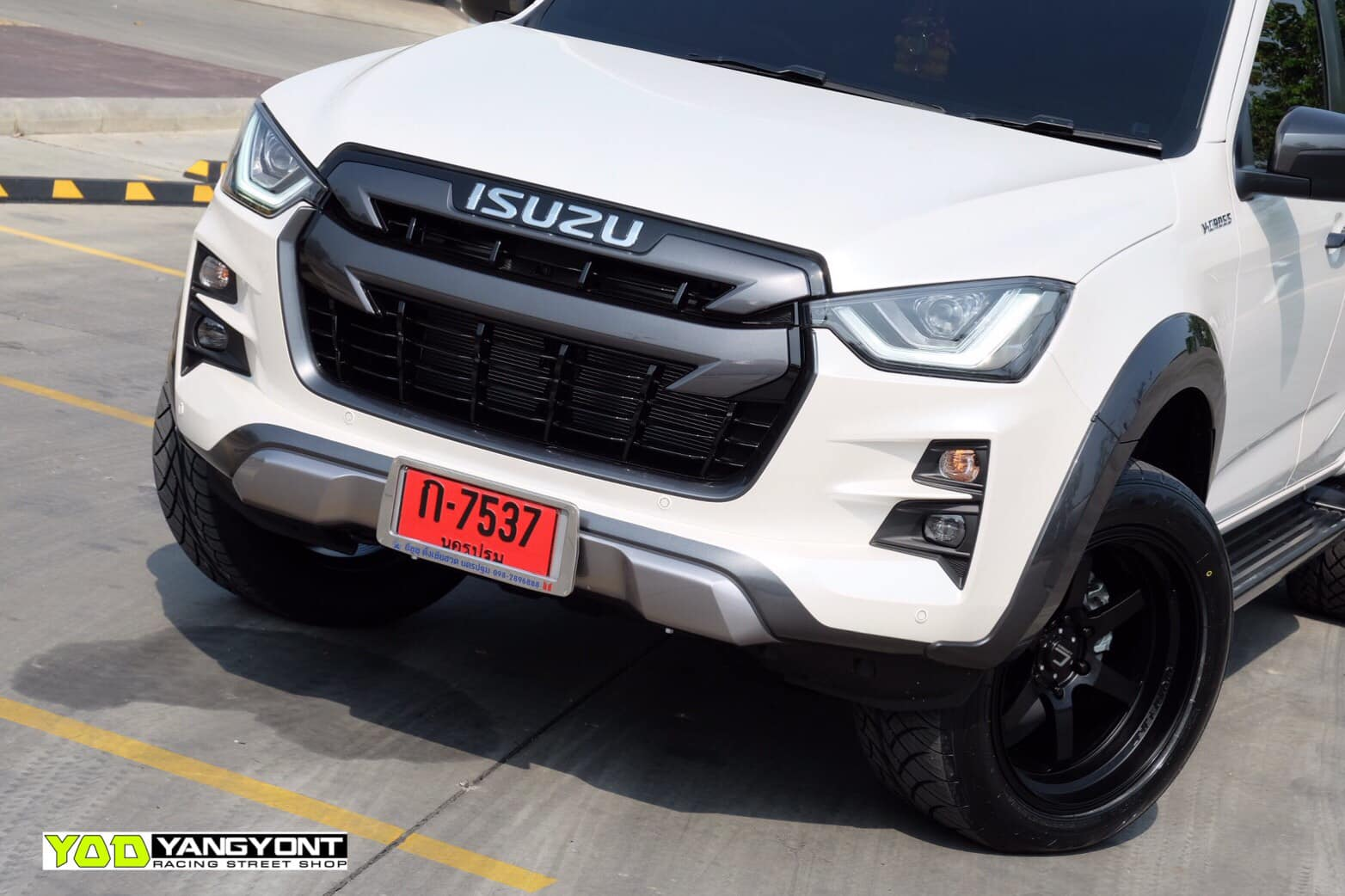 all new isuzu dmax vcross black and white 05