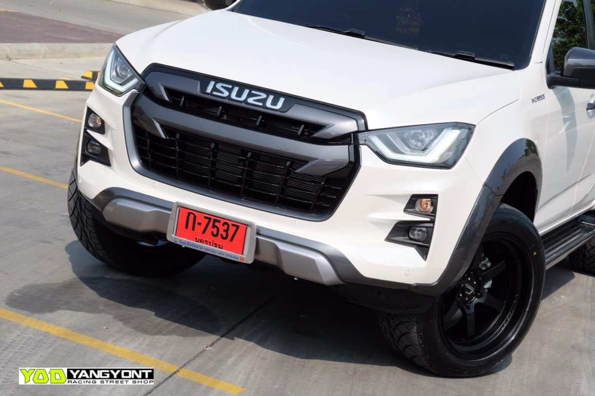 all new isuzu dmax vcross black and white 05