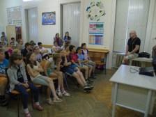 2016 júniusa, Ari S. Kupsus és Jani Korhonen, Iszkaszentgyörgy finn nagykövete bemutatója az általános iskolásoknak