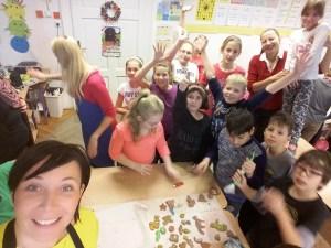 2016 decembere, adventi készülődés észt módra Iszkaszentgyörgy észt nagykövetével, Piret Junalainennel az Általános Iskolában