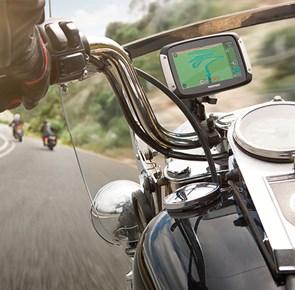 TomTom hjälper skoter & bilförare att navigera i stil