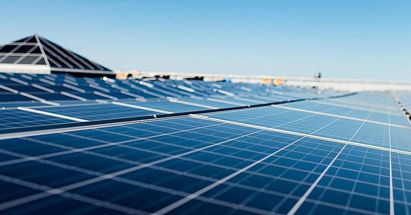 Apoteas grundare investerar i solceller