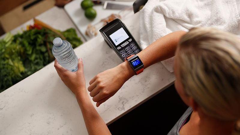 Nordea lanserar betalningslösning för Fitbit och Garmin-klockor