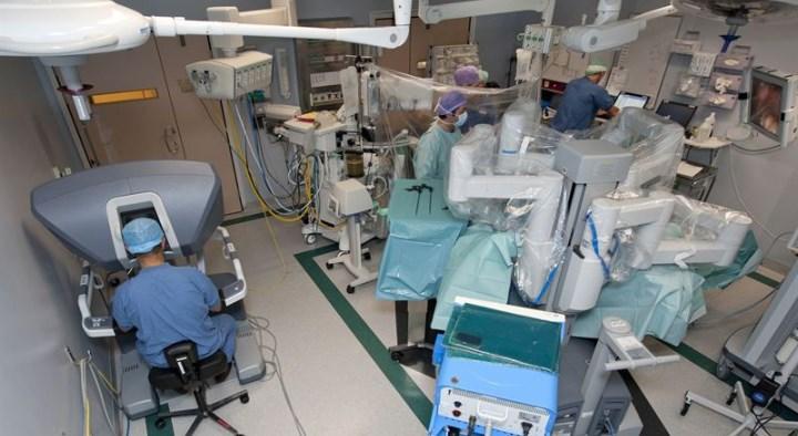 Robotkirurgi livesänds från Karolinska till hela världen