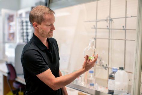 Umeåforskare vill rädda miljontals liv årligen – med ny antibiotika 1