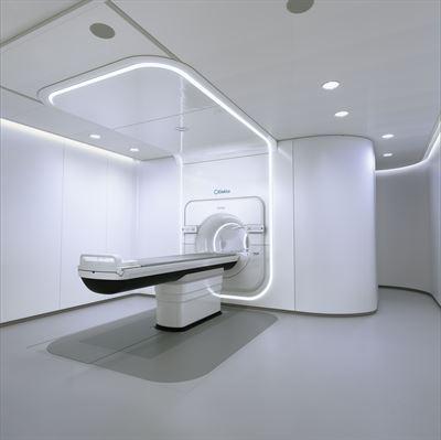 Akademiska sjukhuset i Uppsala först i Sverige att behandla patient med cancerbehandlingssystemet Elekta Unity