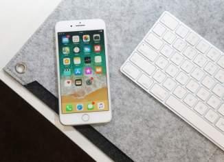 iPhone-8-Plus-on-desk-780×536