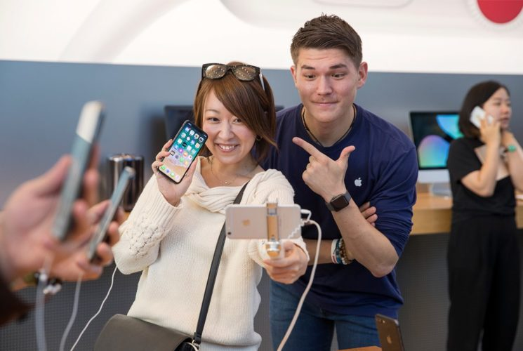 iPhoneX-Launch-Tokyo_003-745×500