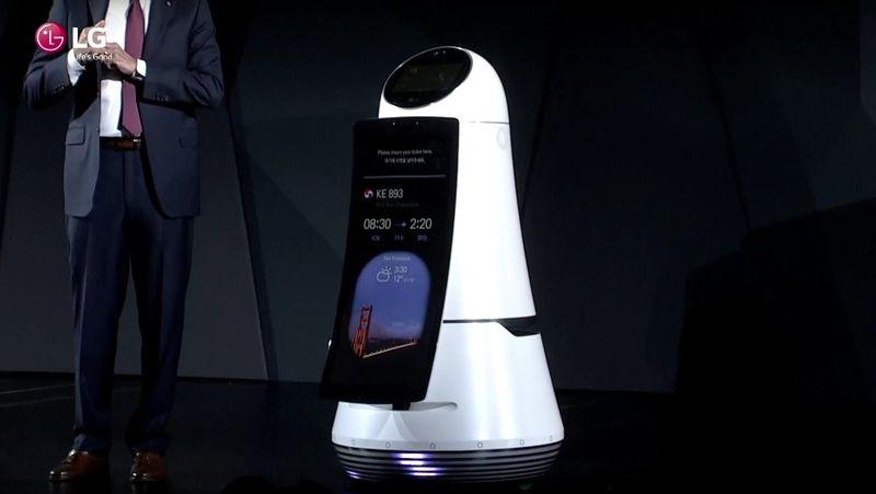Новые роботыLG смогут развозить напитки, переносить багаж ипомогать делать покупки