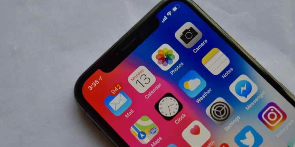 iPhone-X-Notch-on-Home-screen-1