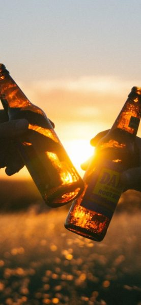 beverage-drink-beer-cheers-5k-e4-1125×2436-473×1024