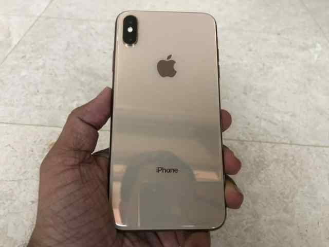 gold-iphone-xs-max-unboxing-10