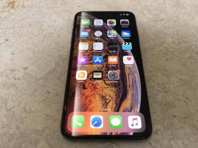 gold-iphone-xs-max-unboxing-19