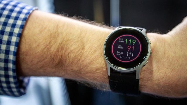 omron-healthcare-smart-watch-4048-002