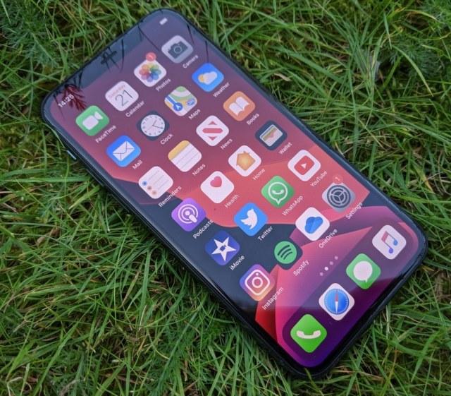 11pro-grass-iphonehacks