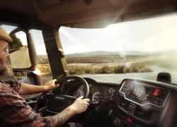 IVECO lancerer opsigtsvækkende stemmestyret førerassistent til lastbilchauffører baseret på teknologi fra Amazon Web Services (AWS)