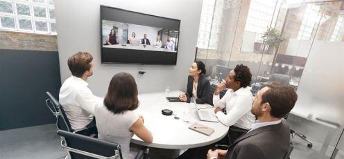 Jabra lanserar det intelligenta videosystemet Jabra PanaCast och tar plats i mötesrummet 1