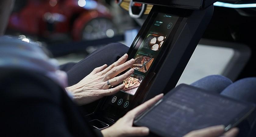 Bosch ökar säkerheten i trafiken med framtidens 3D-skärmar