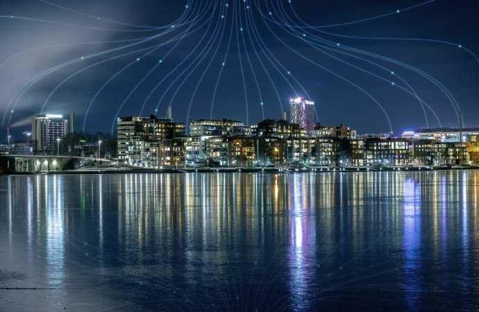 KONE lanserar världens första hissar med inbyggd uppkoppling