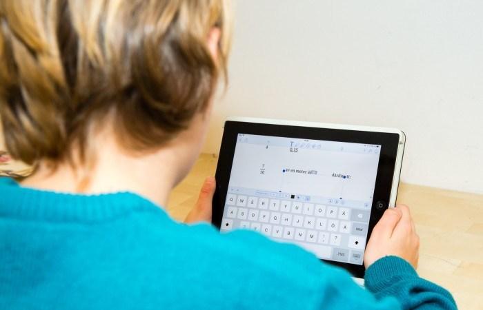 Elever på Erlaskolan lär sina lärare att koda