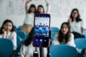 Barn och ungdomar vill förbjuda mobiltelefoner i klassrummen 3