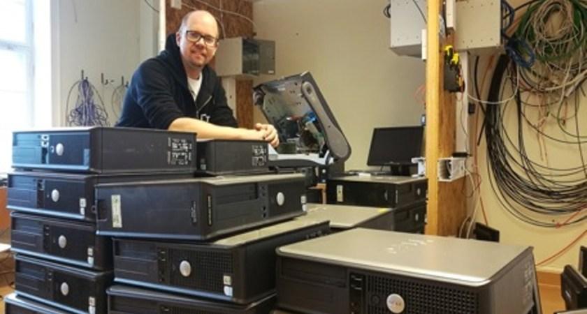 Gymnasieelever ger gamla datorer nytt liv genom Computer Aid