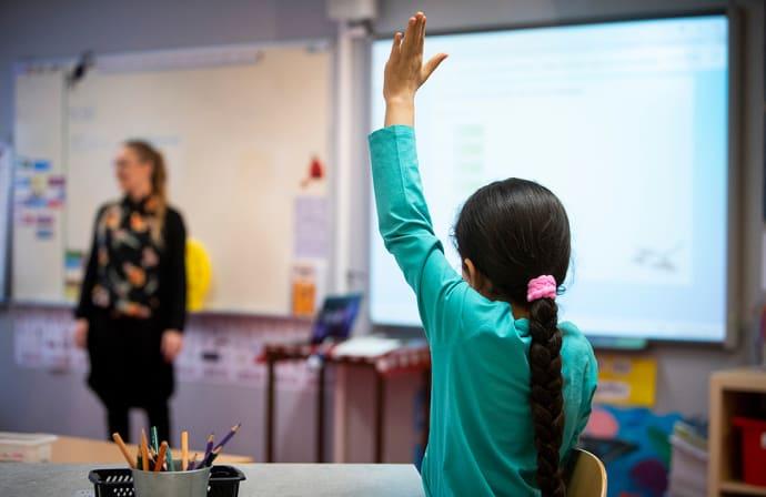 Forskare välkomnar statlig utredning om läromedel