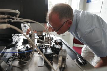 Kyld elektronik skapar bättre kvantdatorer 1