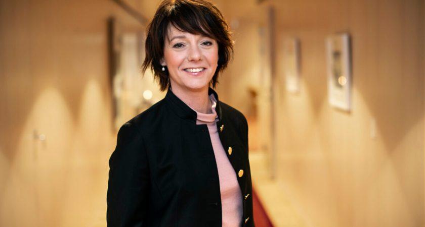 Matilda Ernkrans träffar rektorer om rekryteringsmål för könsfördelning bland professorer