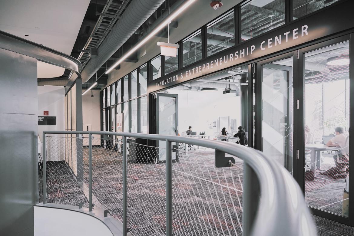 Jönköping International Business School rankad Topp 100 i världen