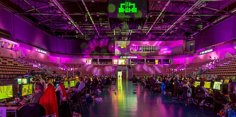 LAN och robotar i Partille arena 16–18 mars – Inet huvudsponsor