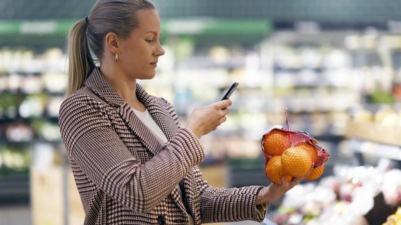 Skanna och betala matkassen med mobilen