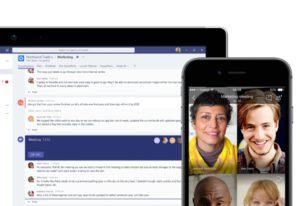 Zu sehen sind ein Tablet, auf dem ein Chat von Microsoft Teams aufgerufen ist, sowie ein Smartphone, in dem ein Video-Call über Teams läuft. Aktuell gibt es Microsoft Teams kostenlos. Bild: Microsoft.