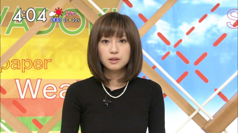 ニュース番組に出演する伊東楓アナ