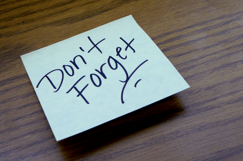Post-it with Don't Forget on a Wood Desk