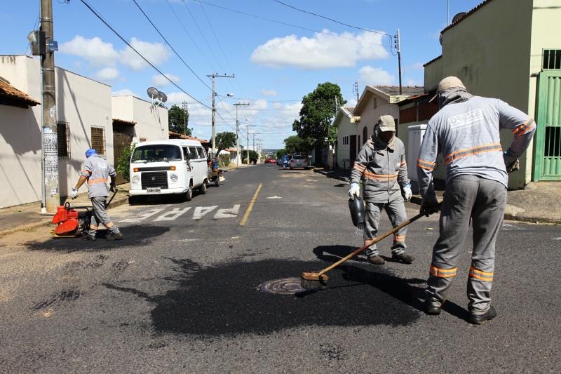 Operação Tapa-Buracos e patrolamento de vias públicas